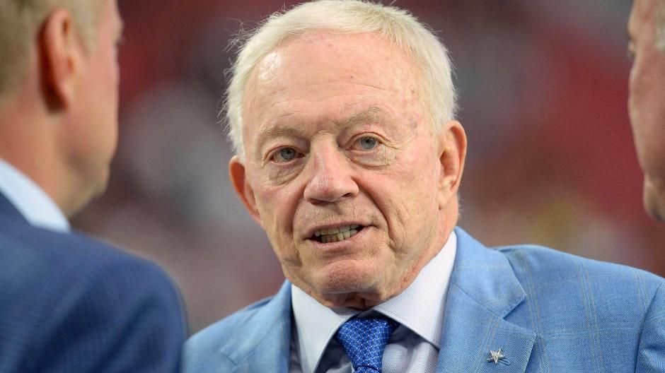Jones ist der reiche Besitzer der Dallas Cowboys.