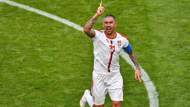Kapitän Kolarov schießt Serbien zum Sieg