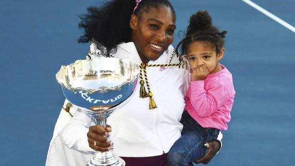 Serena Williams holt ersten Titel mit Töchterchen