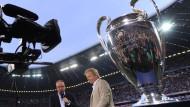 ZDF-Experte Oliver Kahn (r.) und TV-Moderator Oliver Welke im Abseits? Noch ist das letzte Wort nicht gesprochen.