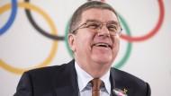Bach schließt Olympia-Bann Russlands nicht mehr aus