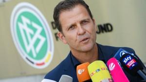 Panikattacken beim DFB rund um Özil
