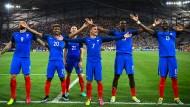 """Franzosen als Isländer: Das """"Huh"""" der Nordmänner hat sich bei dieser EM in den Zeremonienplan erfolgreicher Mannschaften eingebürgert."""