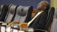 Die Schlinge um Jack Warner zieht sich zu