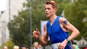 """Marathon-Läufer Pflieger sucht """"Ersthelfer"""""""