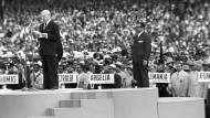 Ohne Südafrika: IOC-Präsident Avery Brundage während der Eröffnungsfeier der Olympischen Spiele 1968 in Mexiko
