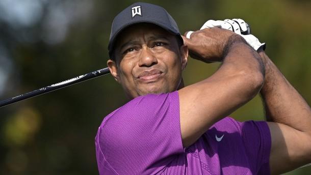 Tiger Woods nach schwerem Autounfall im Krankenhaus