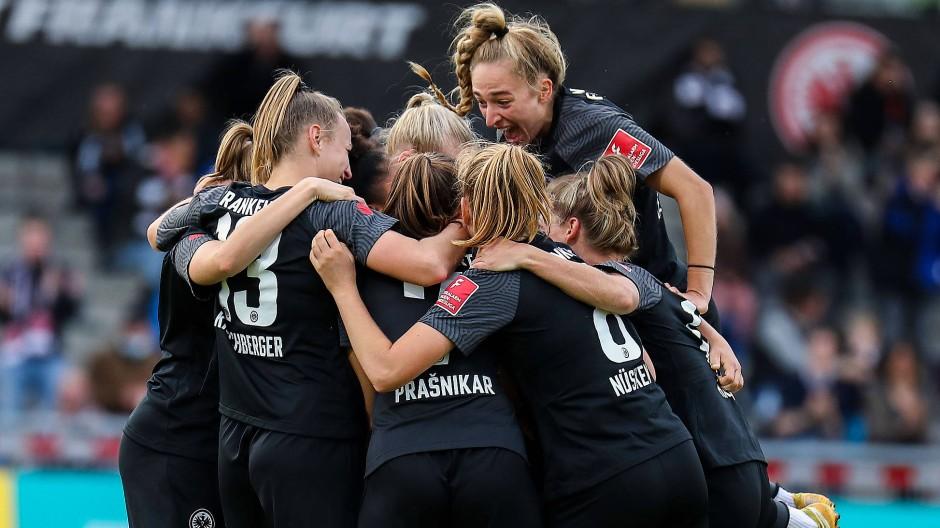 Was die Männer können, das geht auch bei den Frauen: Die Eintracht besiegt wieder einmal den FC Bayern München.