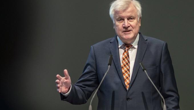 """""""Wir überlegen, ob wir eine Konzeption (dafür) entwickeln, einen neuen Goldenen Plan aufzulegen"""": Horst Seehofer"""