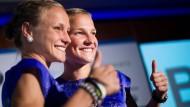 Da schau her! Anna (links) und Lisa Hahner freuen sich auf Rio de Janeiro.