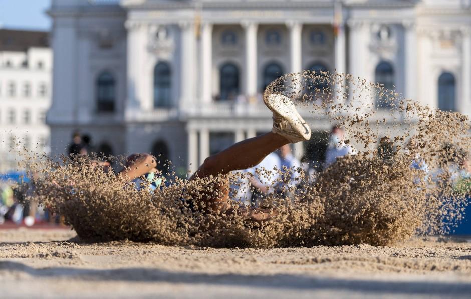 In den Sand gesetzt: Für Malaika Mihambo wird es nichts mit dem Sieg in der Diamond League