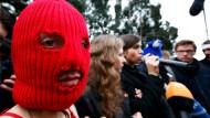 Improvisierte Pressekonferenz in Sotschi: die Aktivistinnen von Pussy Riot