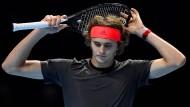 Sichtlich unzufrieden: Alexander Zverev musste sich in London Novak Djokovic geschlagen geben.