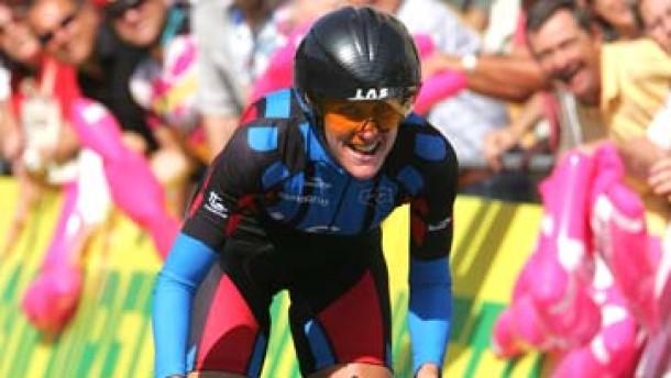 Armstrong gewinnt das Zeitfahren