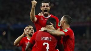 Schweiz kommt mit schwacher Leistung weiter