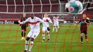 2:2 in der fünften Minute der Nachspielzeit: Stuttgarts Silas Wamangituka lässt sich die Chance nicht entgehen.