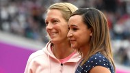 Jennifer Oeser (links) und Jessica Ennis bekamen nachträglich andere Medaillen von der Leichtathletik-WM 2011.