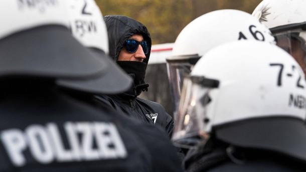 Polizei verhindert Fan-Ausschreitungen in Leverkusen