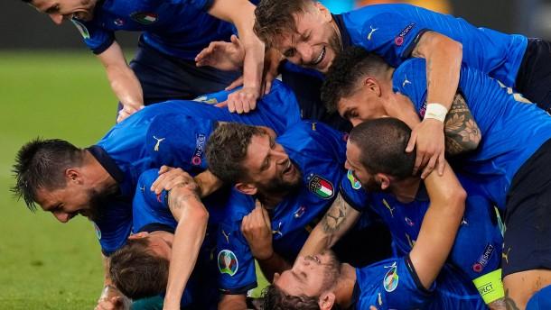 Dänemark und Italien kommen weiter