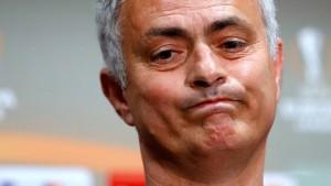 Mourinho und Spieler verstoßen gegen Corona-Auflagen