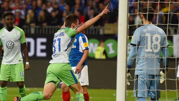 Wolfsburg rettet sich abermals über die Relegation