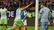 Wolfsburg bleibt erstklassig: Robin Knoche jubelt nach dem entscheidenden Tor in Kiel