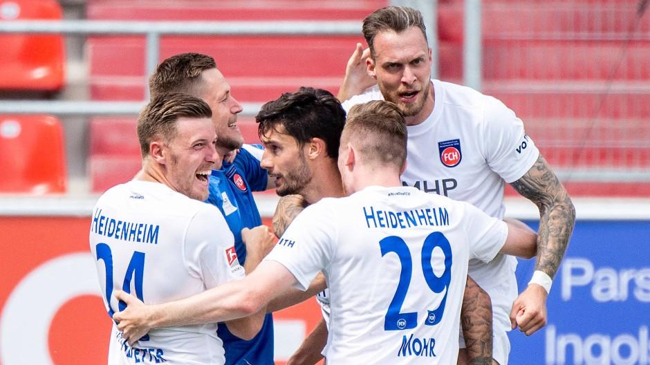 Heidenheim freut sich über den Sieg in Ingolstadt.