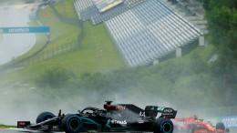 Hamilton dominiert im Regen