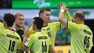 Berlins Spieler freuen sich über Sieg und Spitzenposition