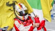 Bunter Jubel: Vettel mit seinen Fahnen