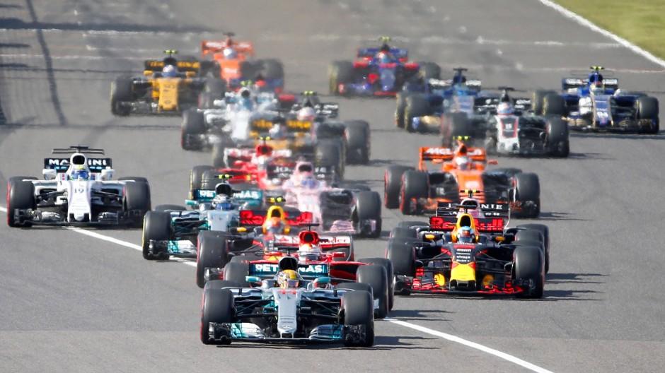 Am Start saß Vettel dem WM-Führenden Hamilton noch im Nacken.