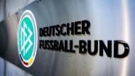 """Der Deutsche Fußball-Bund will über einen """"Widerruf der Ehrenmitgliedschaft von Rudolf Gramlich beraten""""."""
