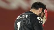 Kein Rückhalt: Keeper Alisson Becker erlebt ein Spiel zum Vergessen.