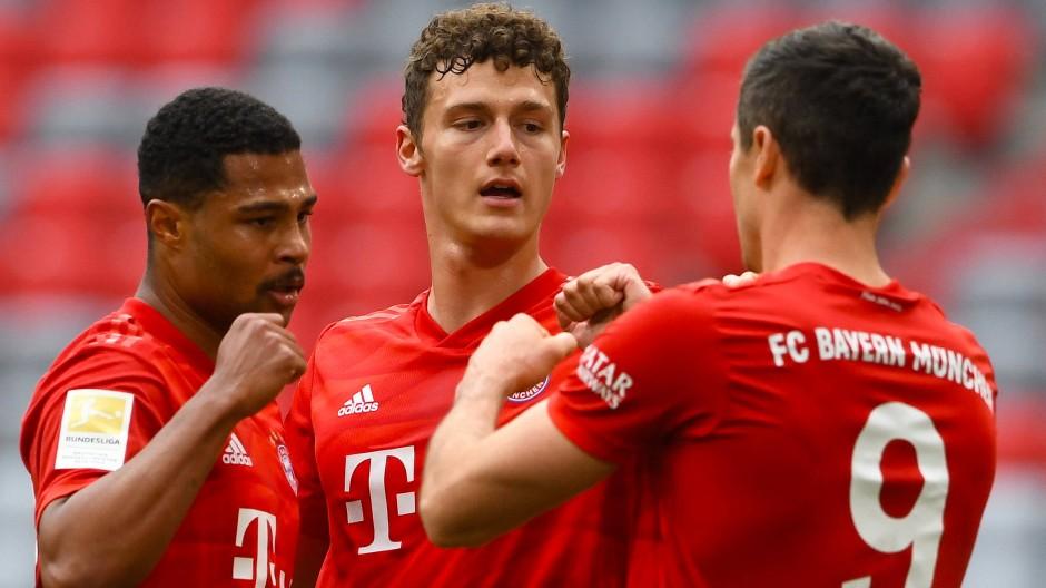 Geballte Dominanz: Die Bayern – hier Serge Gnabry, Benjamin Pavard, Robert Lewandowski – lassen gegen Düsseldorf die Muskeln spielen.