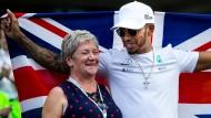 Lewis Hamilton feierte die Weltmeisterschaft mit seiner Mutter Carmen.