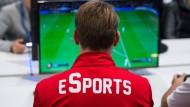 Fußball bleibt Fußball: Die DFL will auch im eSport mitspielen.
