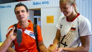 Händchen halten mit Maren: der emotionale Trainer Giovanni Guidetti trifft seine ehemalige Spielerin Maren Brinker