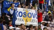 Der Wunsch dieser Kosovo-Fans ist in Erfüllung gegangen.