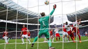 """Neuer herausragend, Lewandowski übertrumpft den """"Bomber"""""""