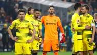 Leuchtende Farben, ratlose Mienen: BVB-Spieler nach der Niederlage in Stuttgart