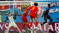 Schneller am Ball: Umtiti setzt sich beim 1:0 gegen Fellaini durch