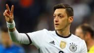 Die zwei Mesut Özils