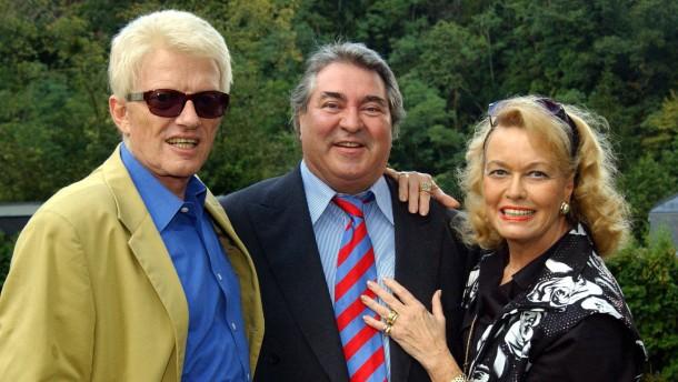 Mit dem Gehabe eines Großfürsten : Günter Eichberg (Mitte) mit Sänger Heino und dessen Frau