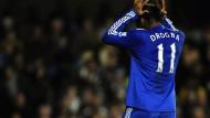 Ein Stürmer im eigenen Strafraum ist nie gut - auch Didier Drogba vom FC Chelsea nicht