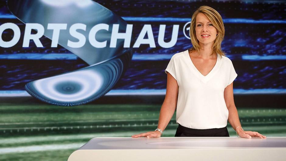 Jessy Wellmer ist eine der Moderatorinnen der ARD-Sportschau.