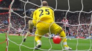 Was macht nur dieser komische rote Strandball im Liverpooler Fünfmeterraum?