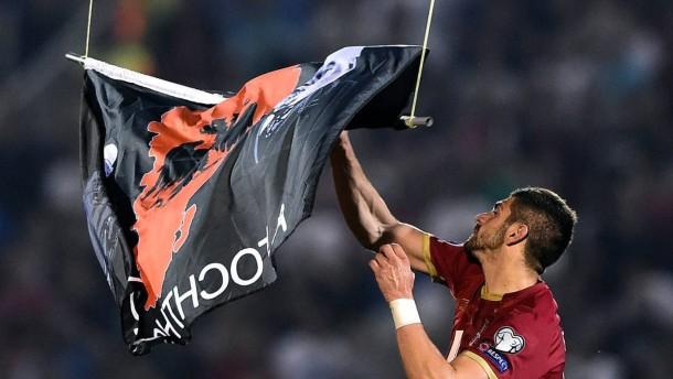 Abbruch bei Skandalspiel Serbien gegen Albanien