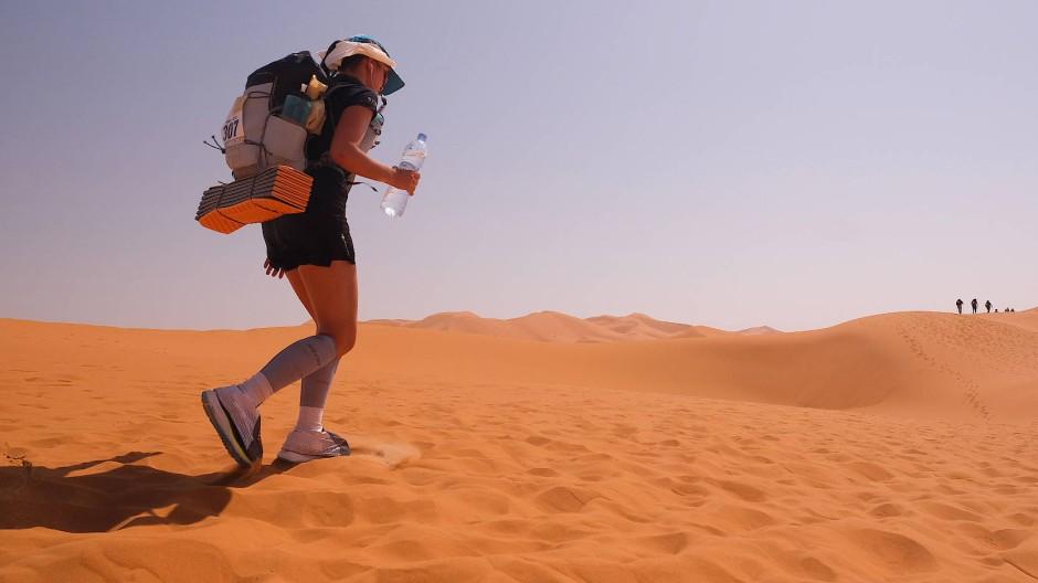 250 Kilometer durch die Sahara: Wer den Marathon des Sables meistern will, braucht nicht nur Ausdauer, sondern auch viel Willenskraft.