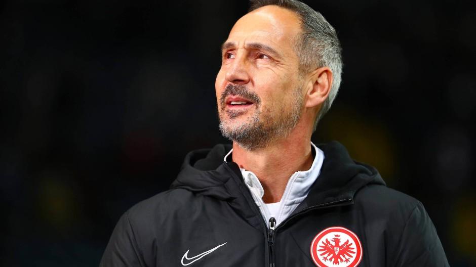 Wann geht es weiter? Auch Eintracht-Trainer Adi Hütter wartet.