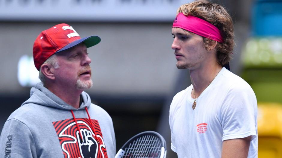 Genaue Analyse: Beim Training vor der Davis-Cup-Partie in Frankfurt sprechen Alexander Zverev (rechts) und Boris Becker miteinander.